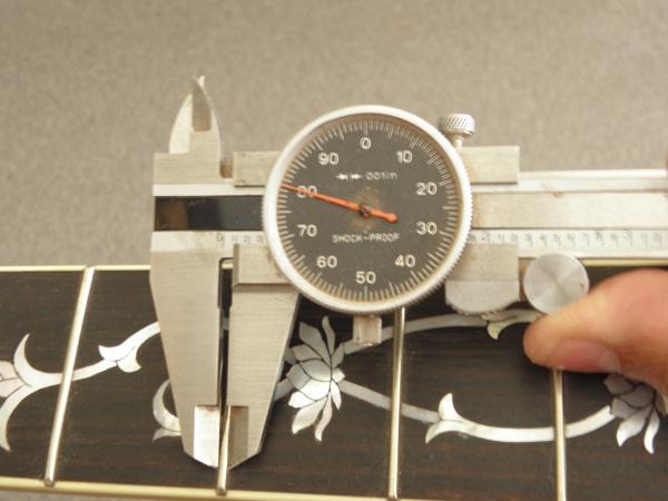Figure 1: Measuring fret width